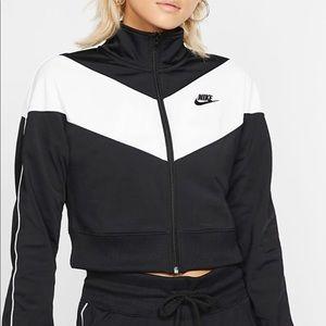 NWT nike women's sweatsuit